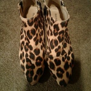 Old Navy leopard booties size 9
